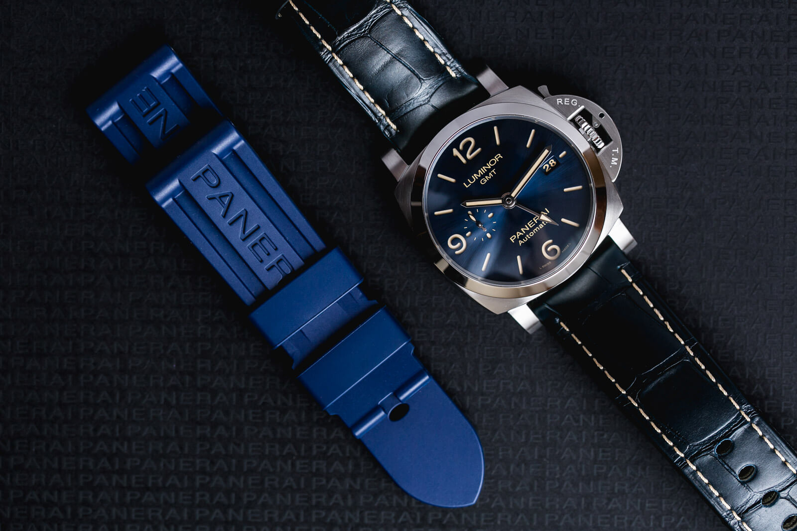 Panerai Luminor GMT 44mm - PAM01033