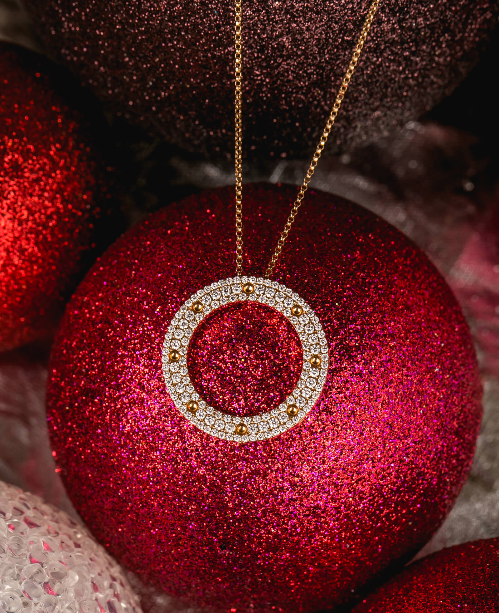 Roberto Coin jewelry - Embrace the season of giving